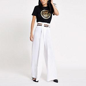 Witte gestreepte broek met wijde pijpen en ceintuur