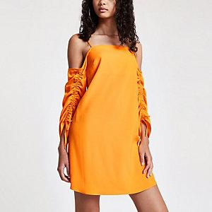 Robe évasée orange à épaules dénudées
