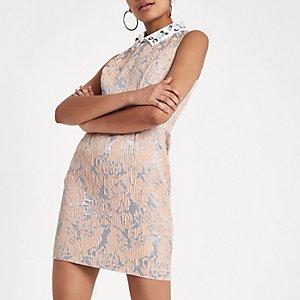 Lichtroze mini-jurk met verfraaide kraag