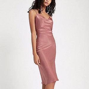 Pinkes Kleid mit Wasserfallkragen
