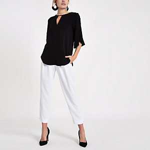 Schwarze Bluse mit Rüschenärmeln