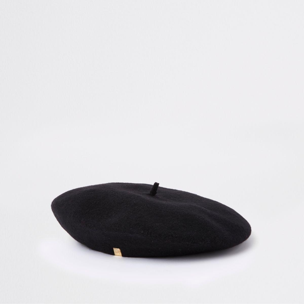 Black felt beret