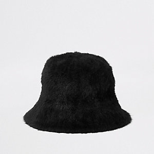 Schwarzer, flauschiger Anglerhut