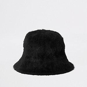 Zwart wollig hoedje