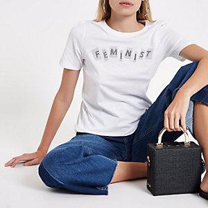Wit aansluitend T-shirt met 'feminist'-print