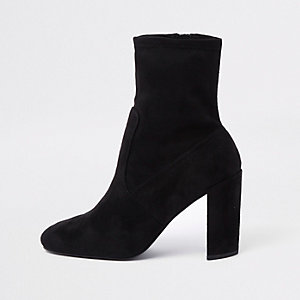 Bottines en suédine noires à talon carré