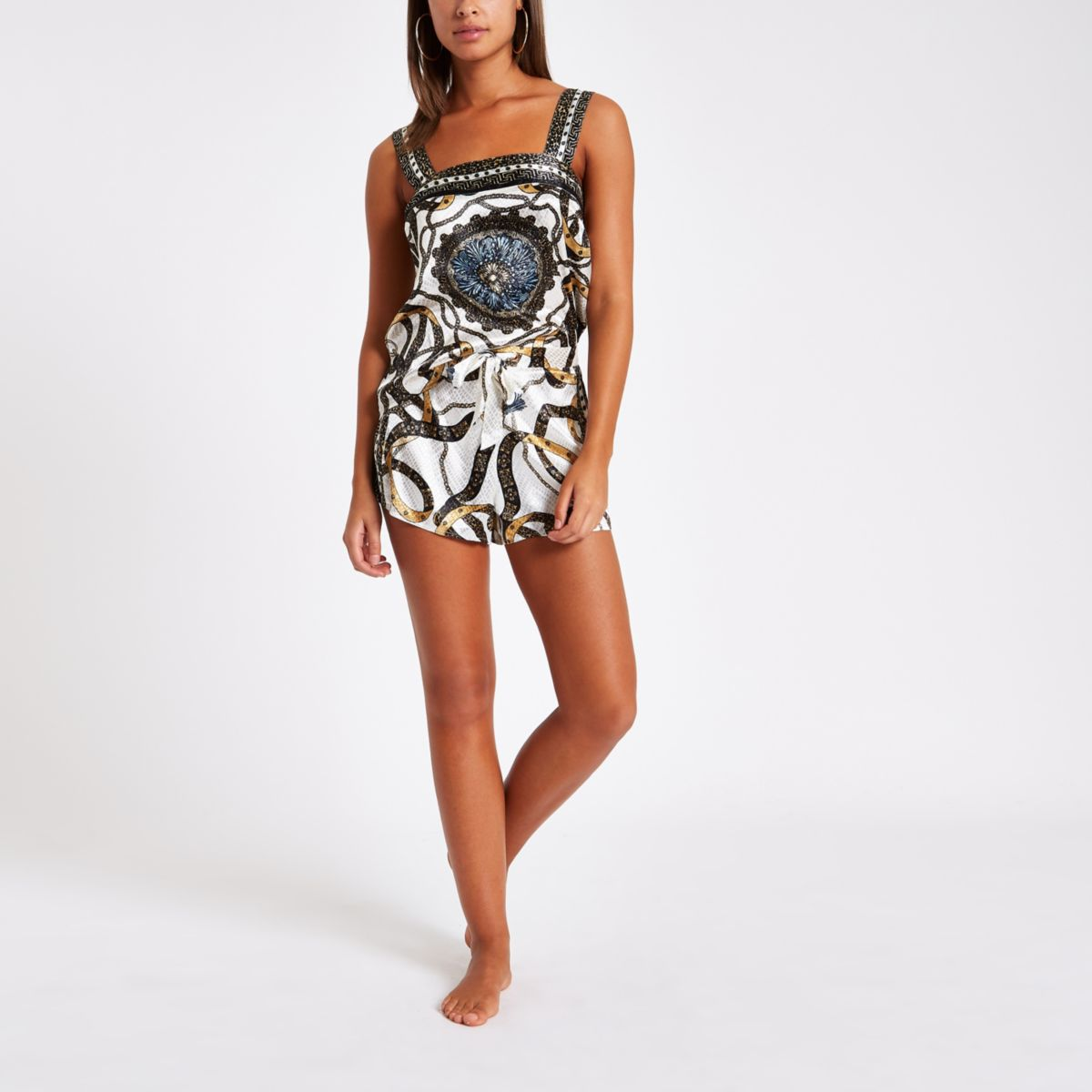 Beige satijnen pyjamashort met sjaalprint