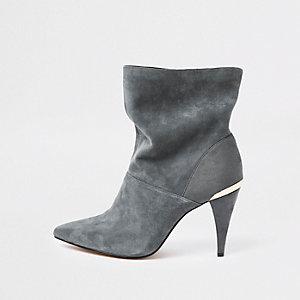 Graue Stiefel aus Wildleder, weite Passform