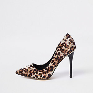 Brown leopard print wide fit court shoes