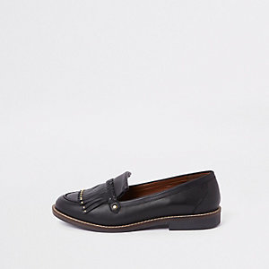 Black leather fringe loafer