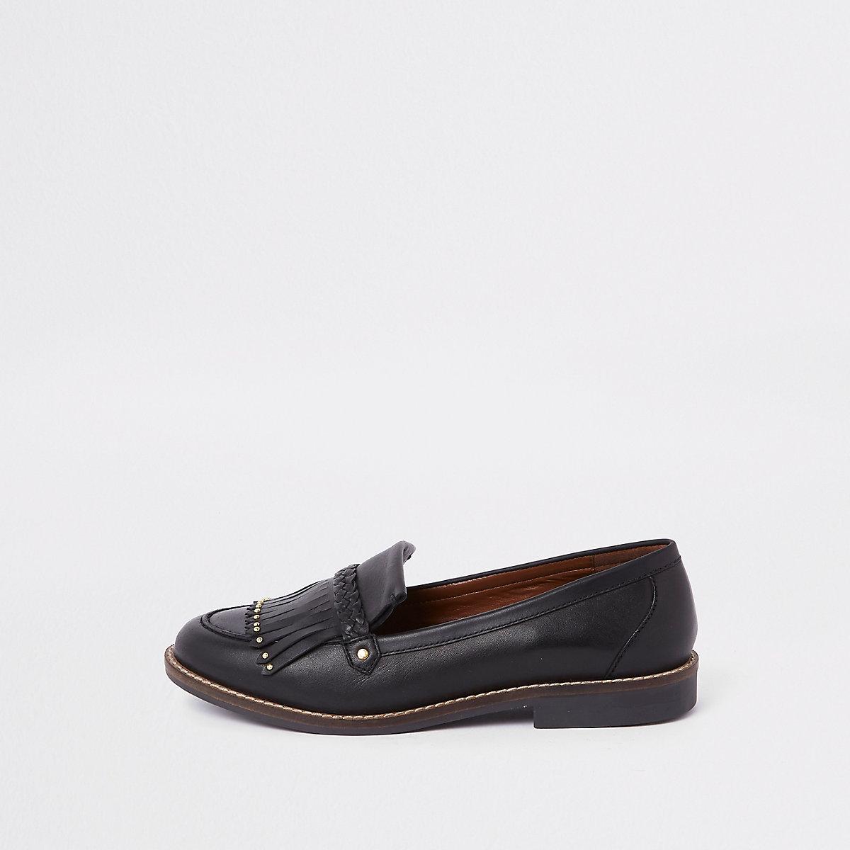 Black leather fringe loafer