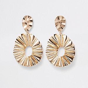 Boucles d'oreilles dorées à pendentifs anneaux ovales texturés