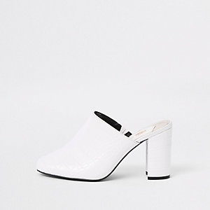 Mules grain croco blanches à talon carré