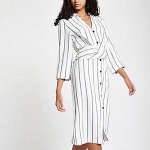 Robe chemise mi-longue rayée blanche à torsade sur le devant