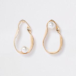 Boucles d'oreilles dorées torsadées avec perles