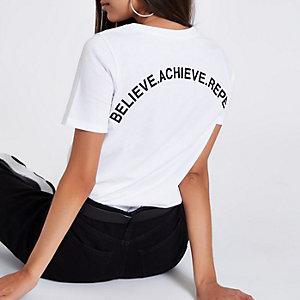 Wit aansluitend T-shirt met 'believe'-print