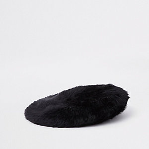 Black fluffy beret