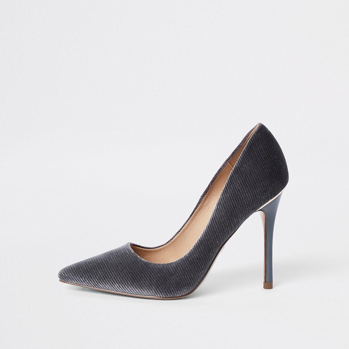 Light grey court shoes