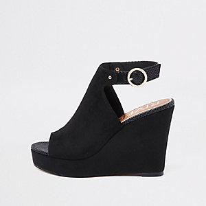 Zwarte schoenen van imitatiesuède met sleehak