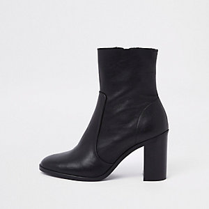 Bottines en cuir noir