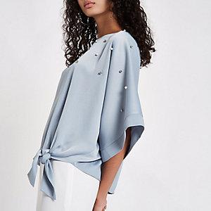 Top bleu à manches kimono orné de perles