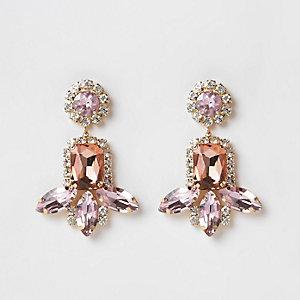Pendants d'oreilles dorés ornés de pierres roses
