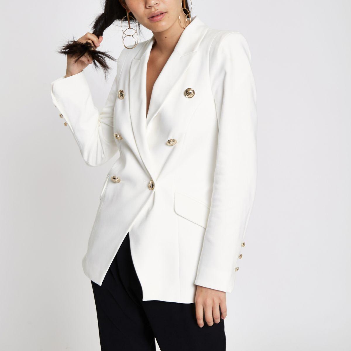 Weiße, zweireihige Jacke im Smokingstil