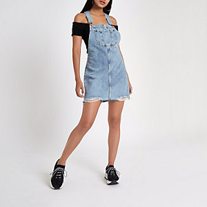 Hellblaues Jeans-Latzkleid im Used-Look