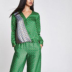 Groene blouse met tegelprint en naad voor