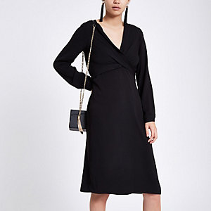 Zwarte midi-jurk met overslag en V-hals