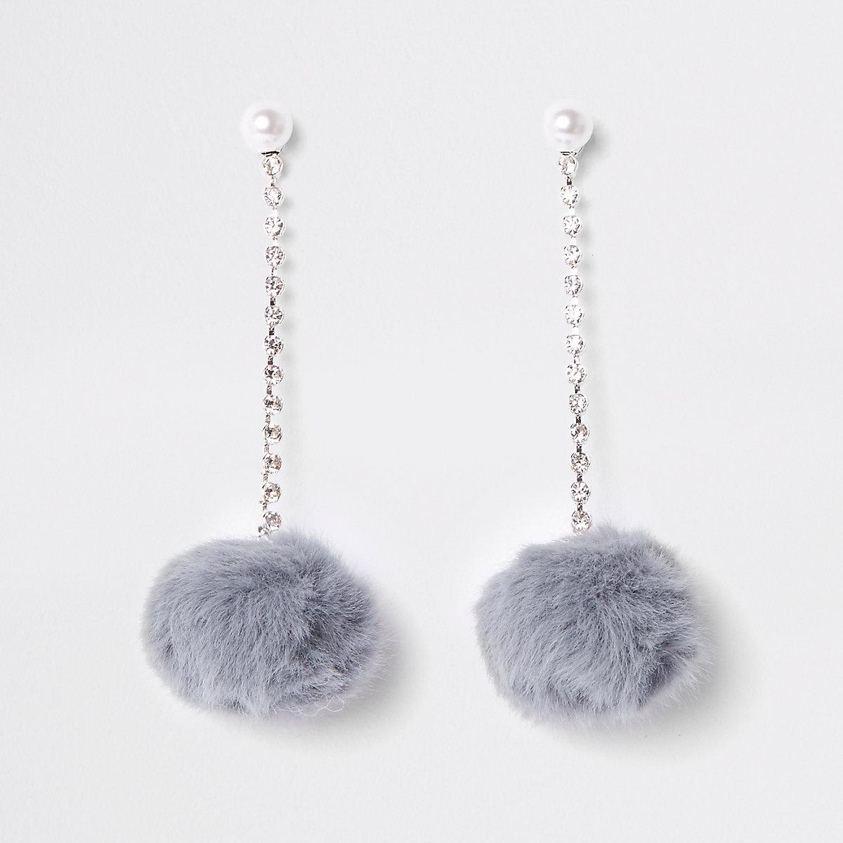 Clous d'oreilles à perle grise et pompons