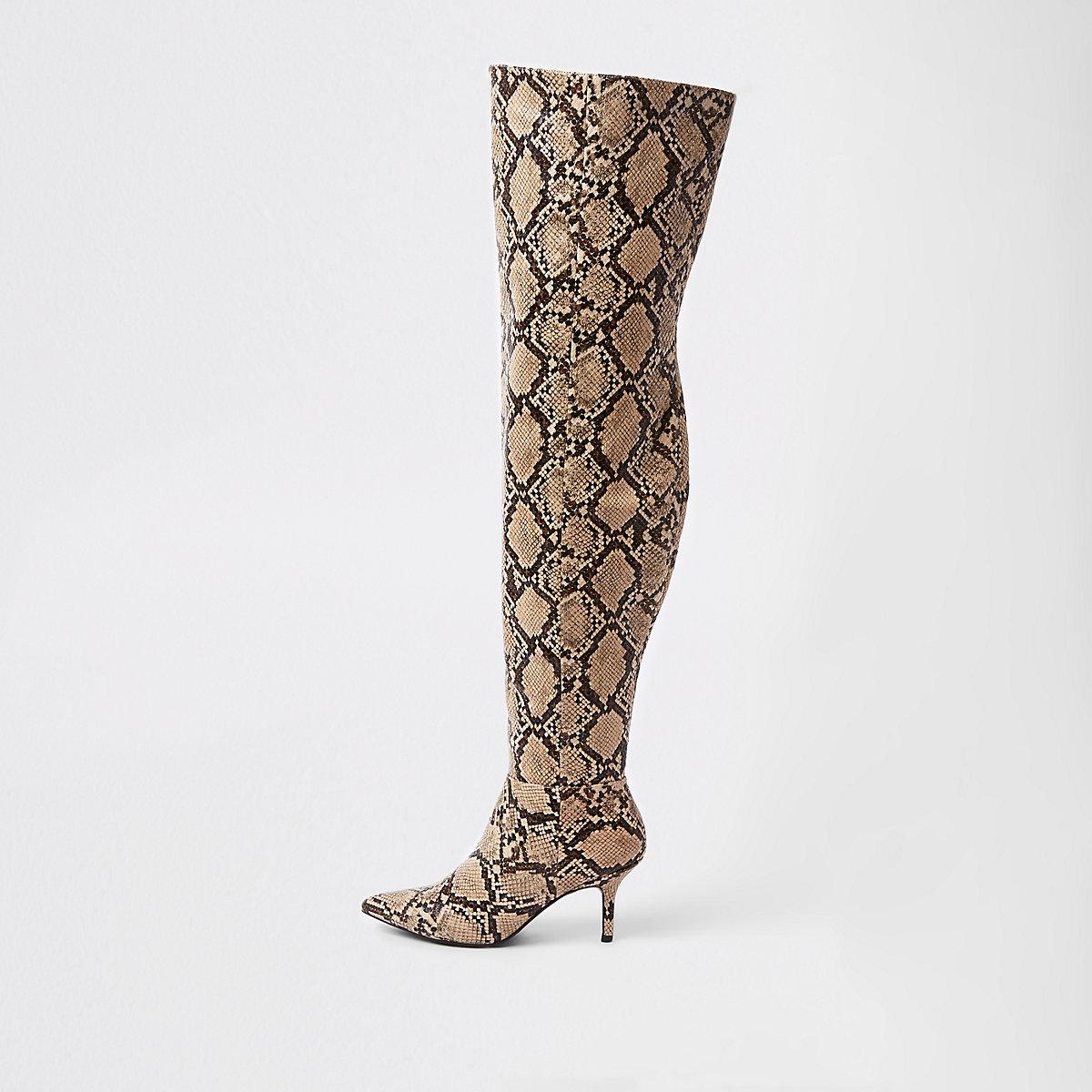 Beige laarzen tot over de knie met slangenprint