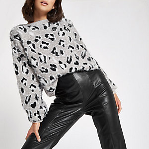 White leopard print knitted sweater