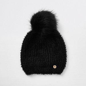 Black faux fur pom pom beanie