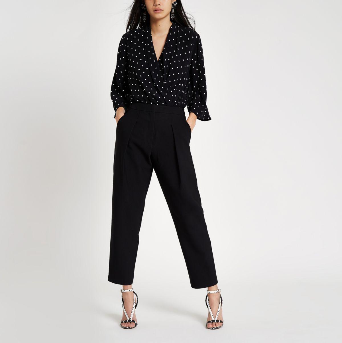Zwarte aansluitende rechte broek