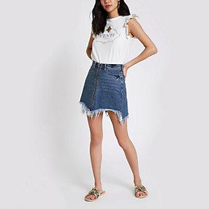 Mini-jupe en denim bleue zippée devant avec ourlet effiloché