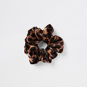 Bruine scrunchie met luipaardprint