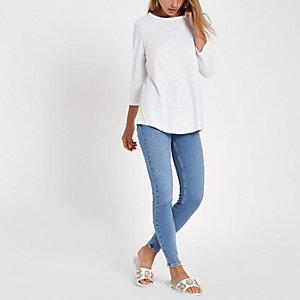 Wit T-shirt met siersteentjes langs de zoom