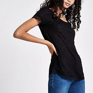 T-shirt noir à col rond et bordure en dentelle
