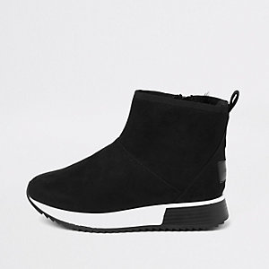 Black faux fur trim hi-top runner sneakers