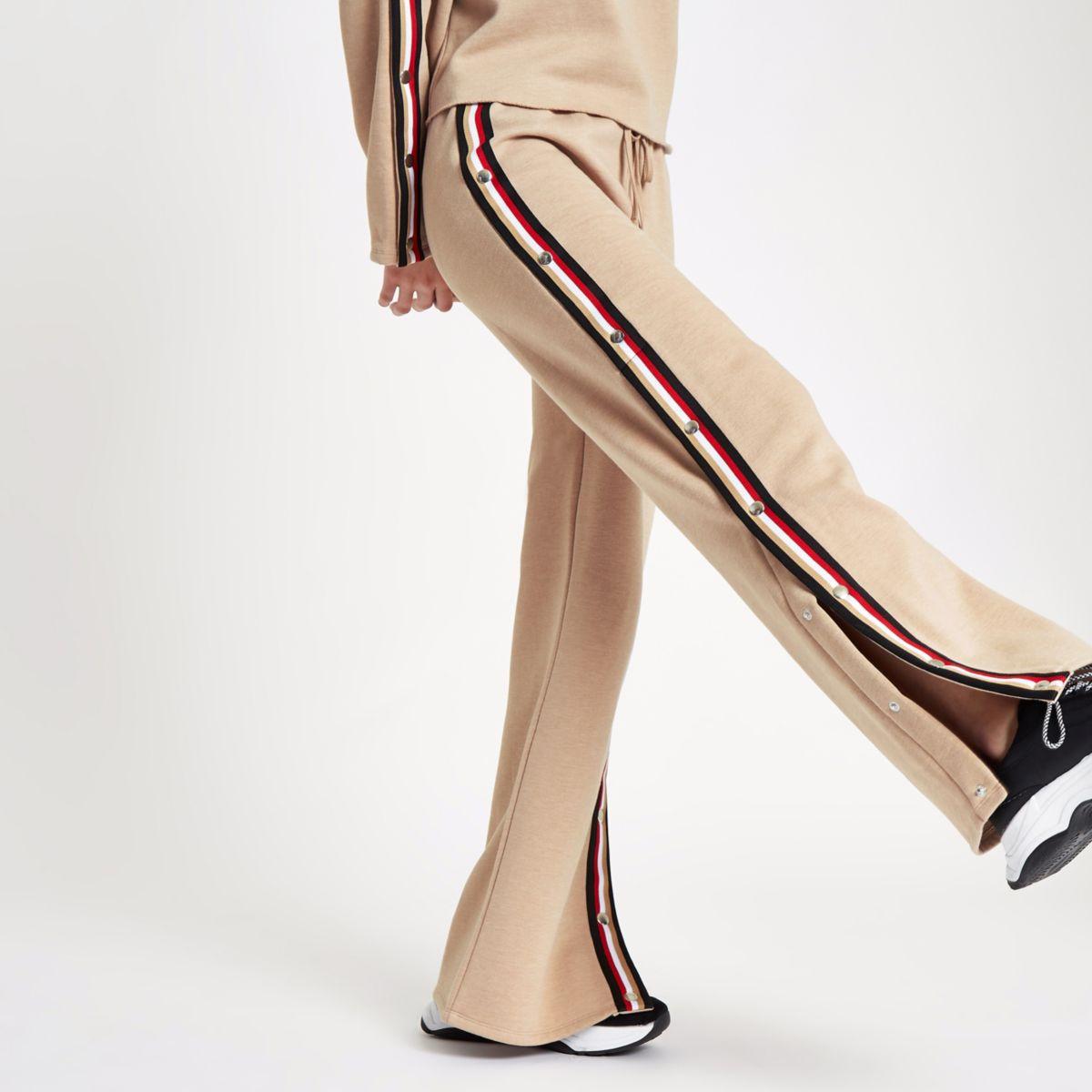 Jogger mit weitem Beinschnitt und Druckknöpfen