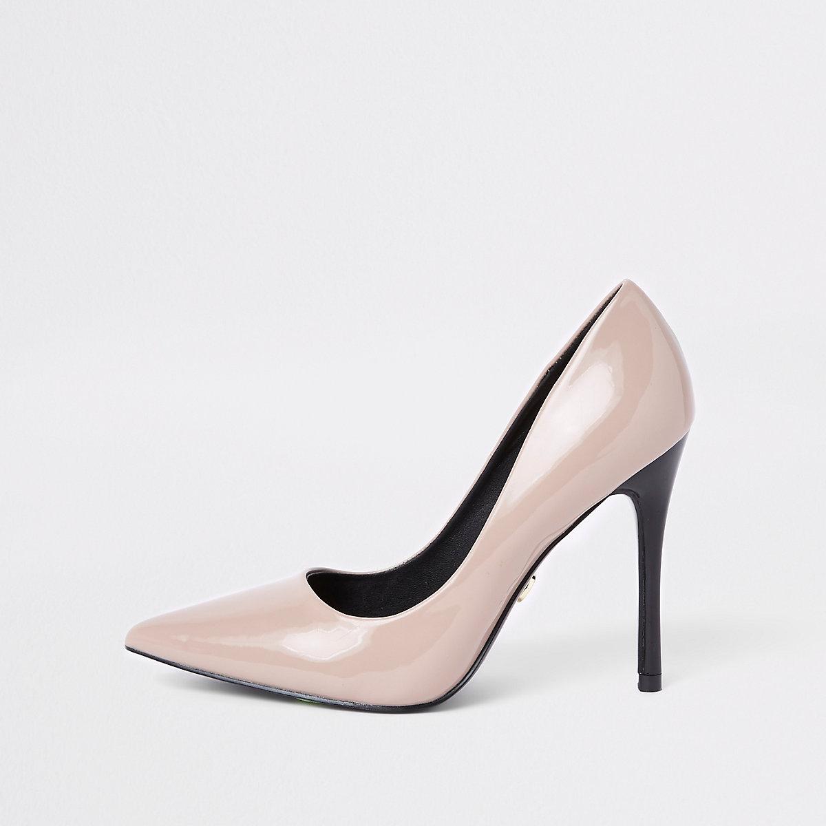 Dark beige patent court shoes