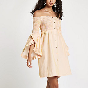 Gele gesmokte mini-jurk in bardotstijl