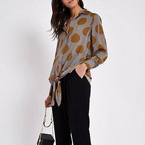 Chemise manches longues à imprimé marron nouée sur le devant