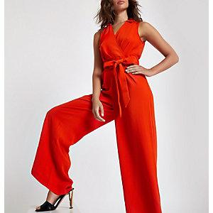 Rode jumpsuit met overslag, strik voor en wijde pijpen