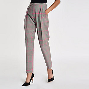 Pantalon carotte ajusté à carreaux rose