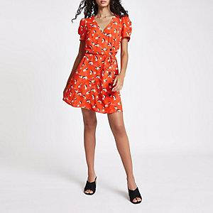 Rode mini-jurk met knopen en print