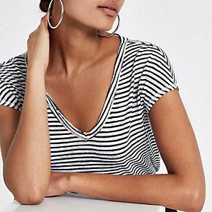 Weißes T-Shirt mit Streifen