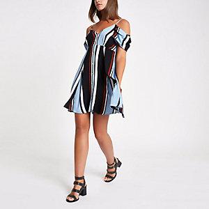 Blauwe gestreepte schouderloze jurk met knoopsluiting