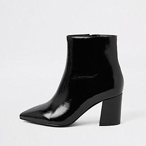 Zwarte puntige laarzen met blokhak en brede pasvorm